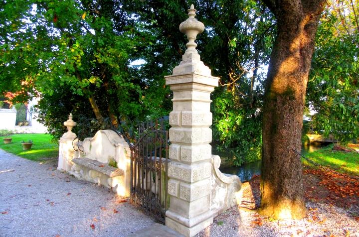 villa_bridge